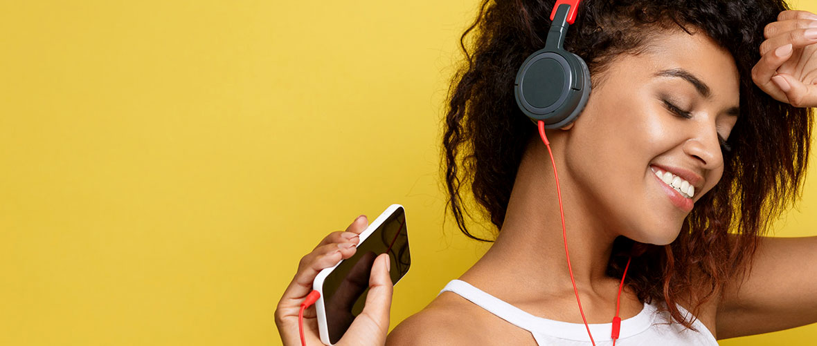 Lose yourself in music<br /> with headphone hifi